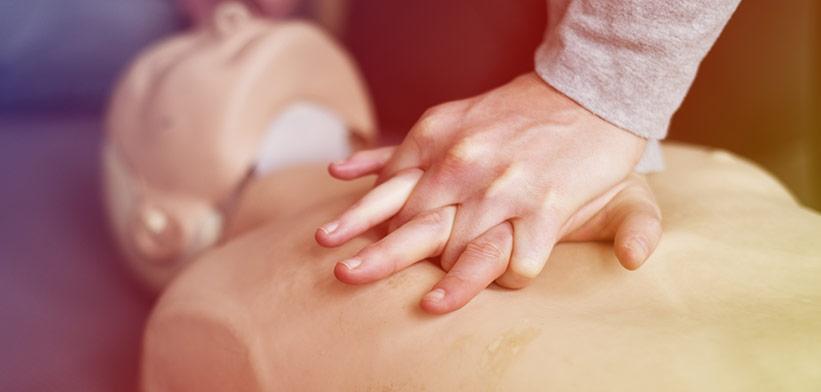 Träna hjärt- och lungräddning med HRL-dockor